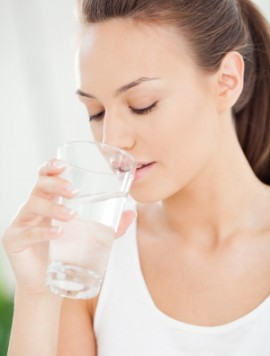 cum-tratezi-retentia-de-apa-hidratare-consum-lichide